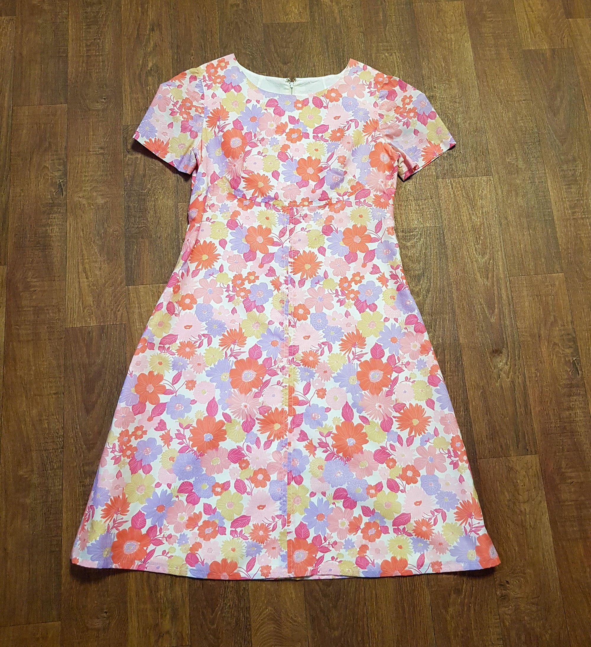 1960s Vintage Pastel Floral Shift Dress UK Size 16