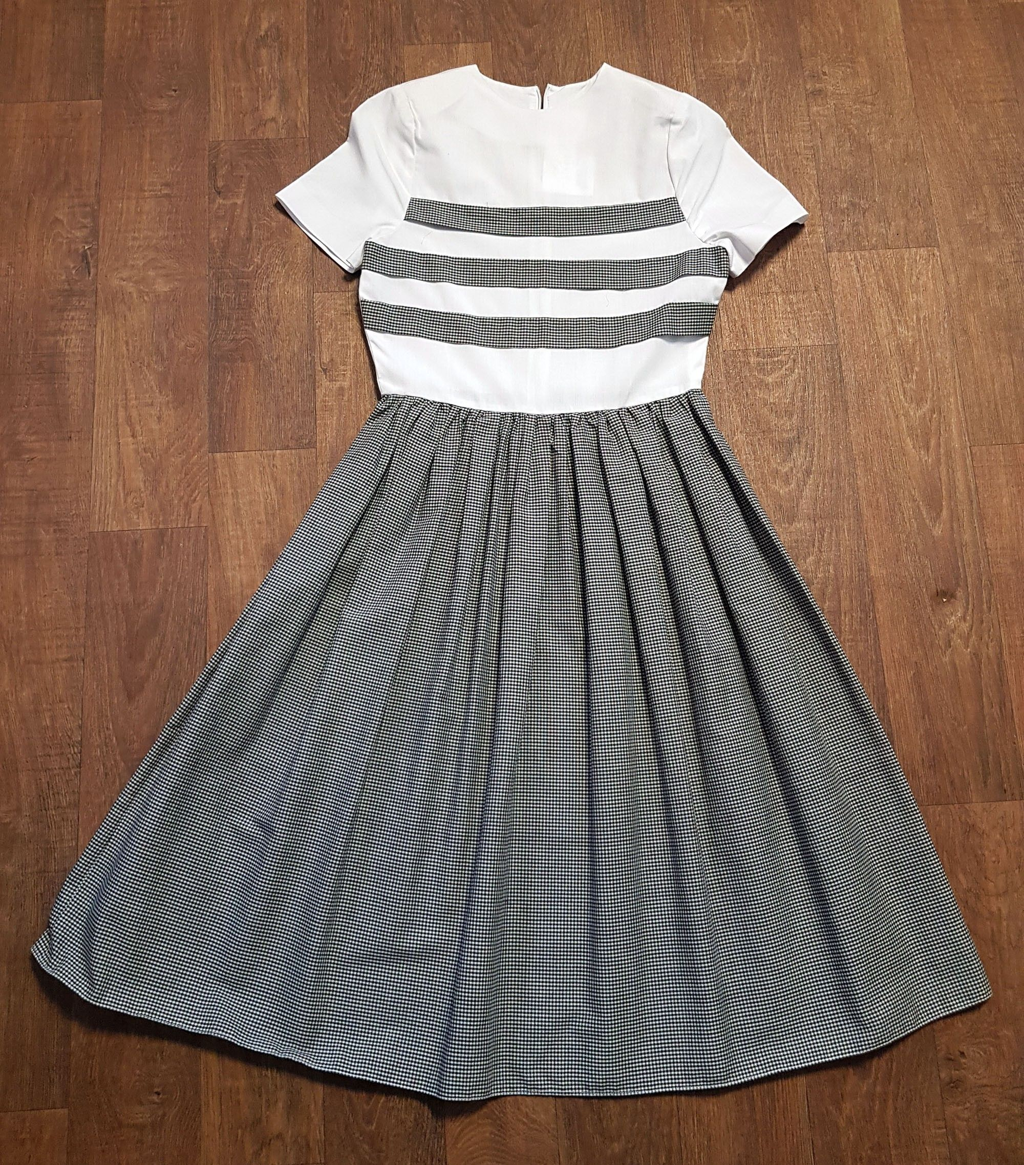 1950s Vintage Black & White Cotton Swing Dress UK Size 8
