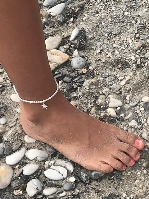 Starfish charm with random heart sterling silver ankle bracelet