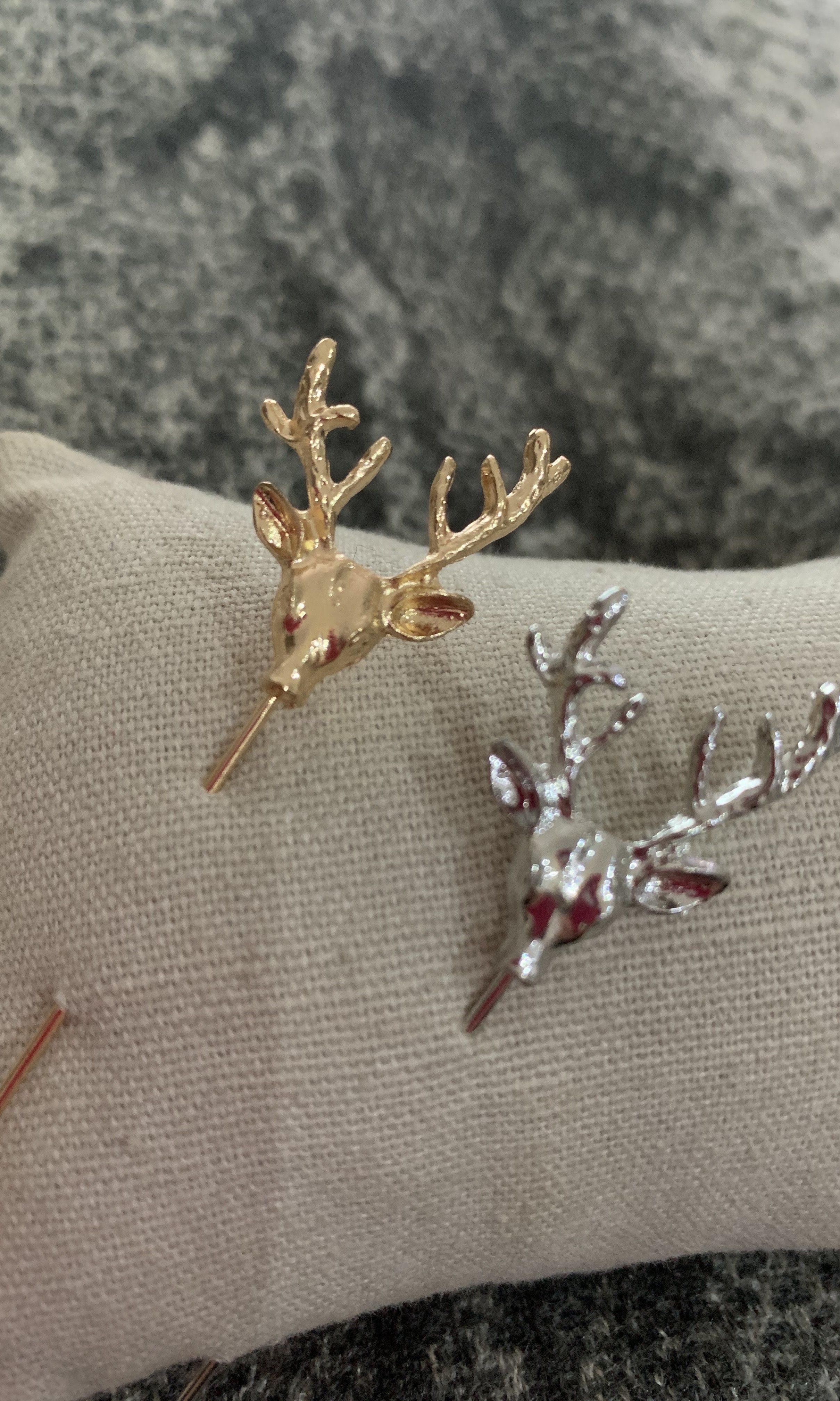 Stag scarf pin Gold