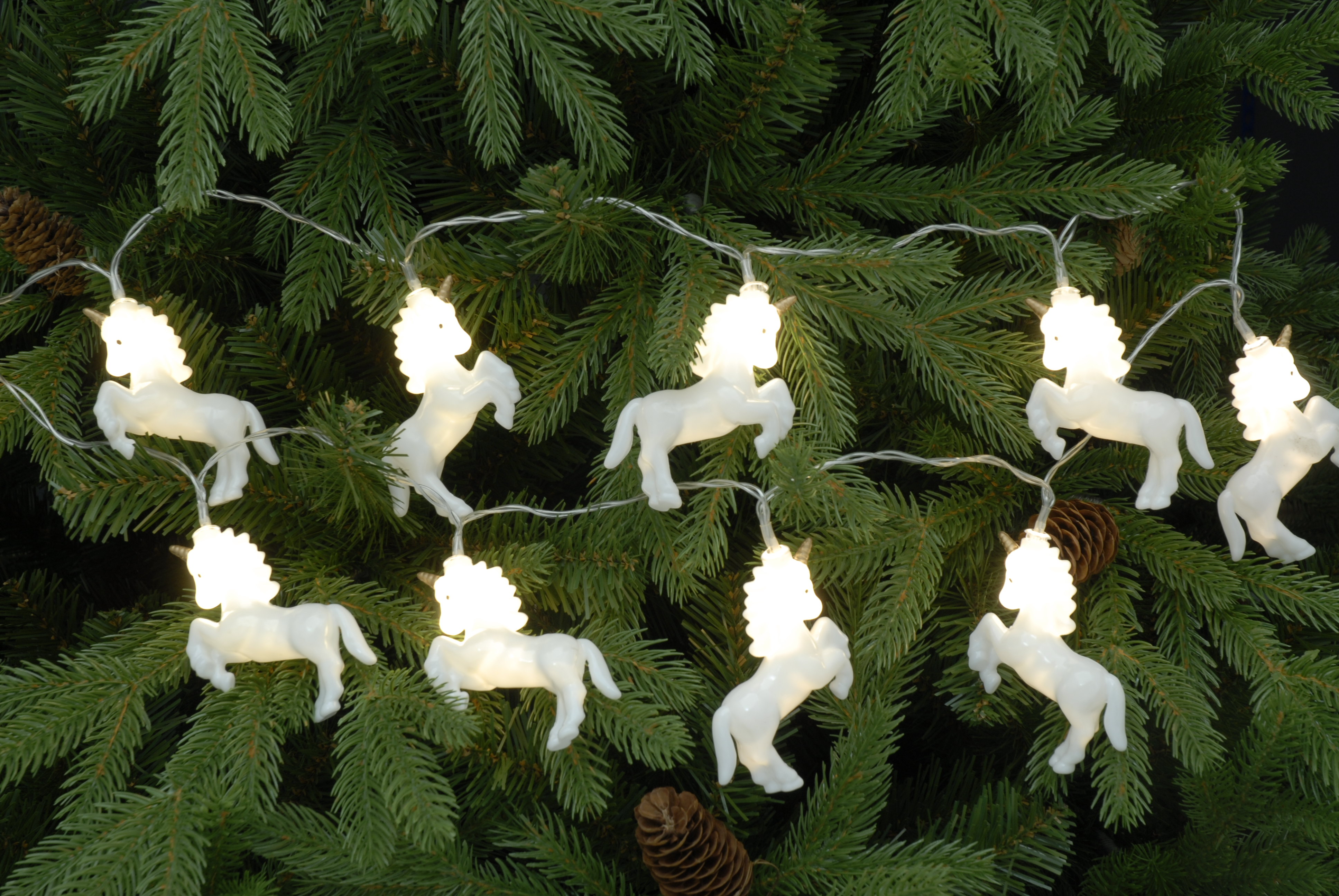10 gorgeous white unicorns as a string of lights