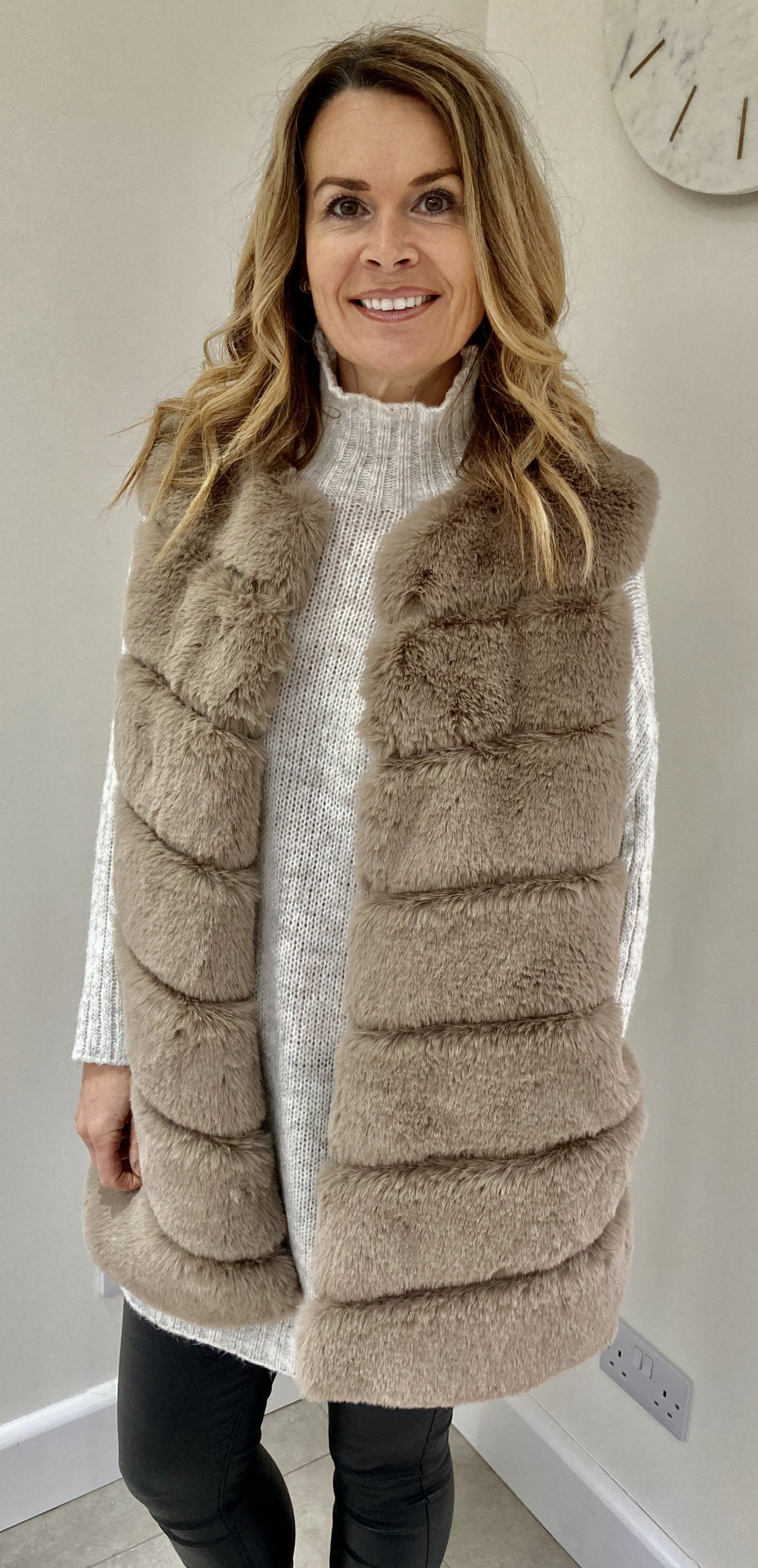 Faux fur gilet with pockets Beige - One