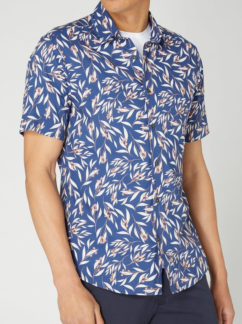 Blue With White & Peach Floral Pattern Short-Sleeved Shirt 15.5